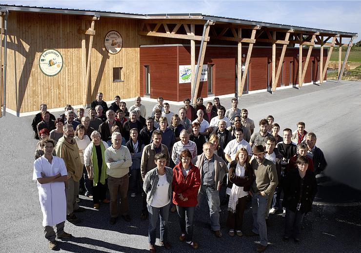 Basta Mag! Du 9 Juin «Comment Une Coopérative Laitière émancipe Les Agriculteurs…»